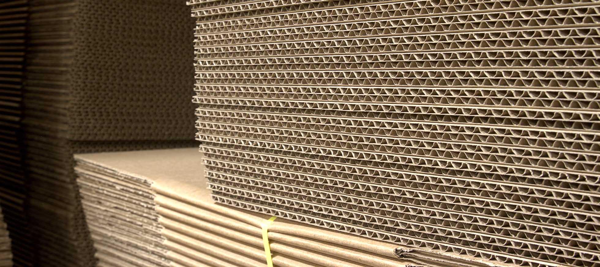 Pila di cartone ondulato