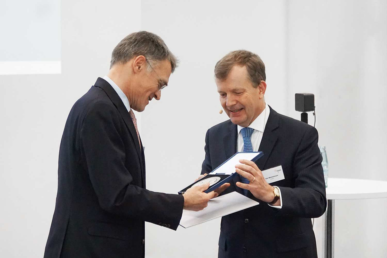 Medaglia Friedrich-Koenig - Claus Bolza-Shünemann la riceve dalla VDMA