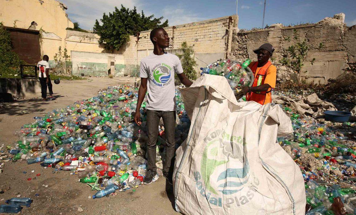 Raccolta plastica dei volontari di Social Plastic