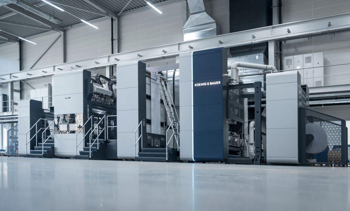 Foto di una RotaJET all'interno di un capannone industriale