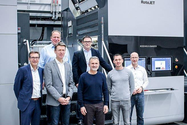 Koenig & Bauer vende una RotaJET 225 per la stampa di oggetti di arredo a Swiss Krono Group