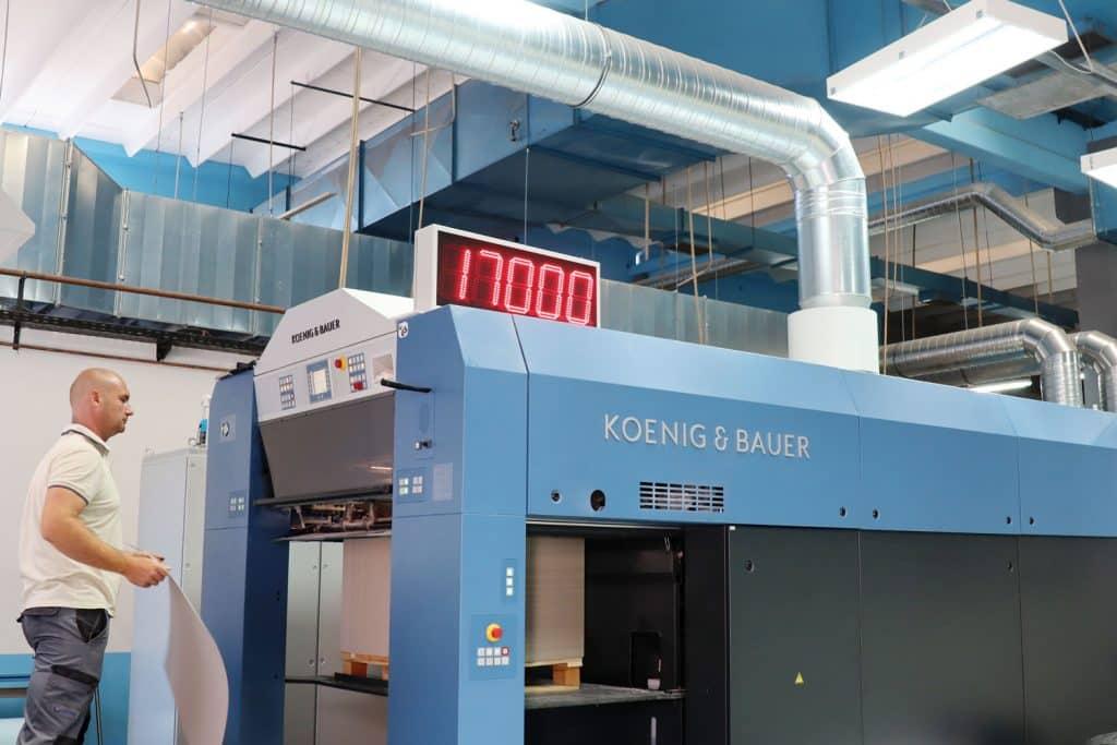 La Rapida 105 PRO di Koenig & Bauer in funzione - produzione di 17.000 fogli all'ora