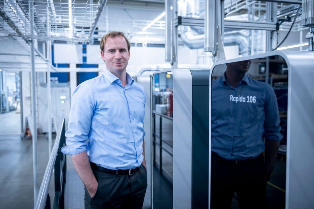 """Il proprietario Markus Weisgerber: """"La macchina da stampa Rapida da 20.000 fogli/ora in combinazione con la logistica delle lastre completamente automatica è un grande balzo in avanti per noi.""""]"""