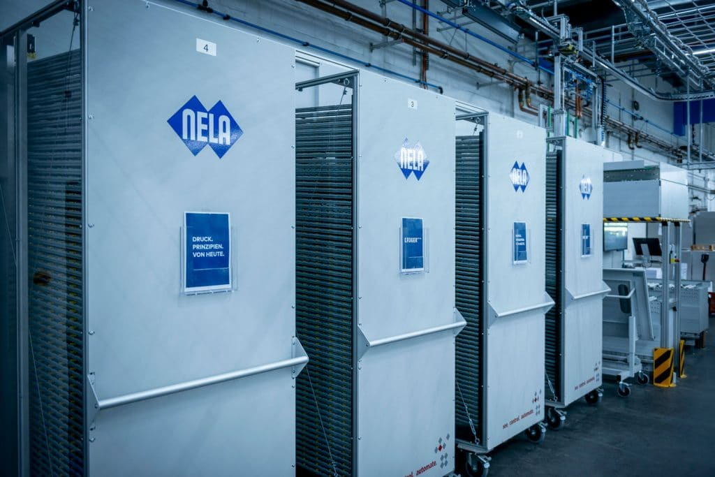 Il magazzino lastre può contenere fino a 256 lastre che vengono successivamente trasferite alla Rapida 106 X secondo la sequenza di lavoro pianificata