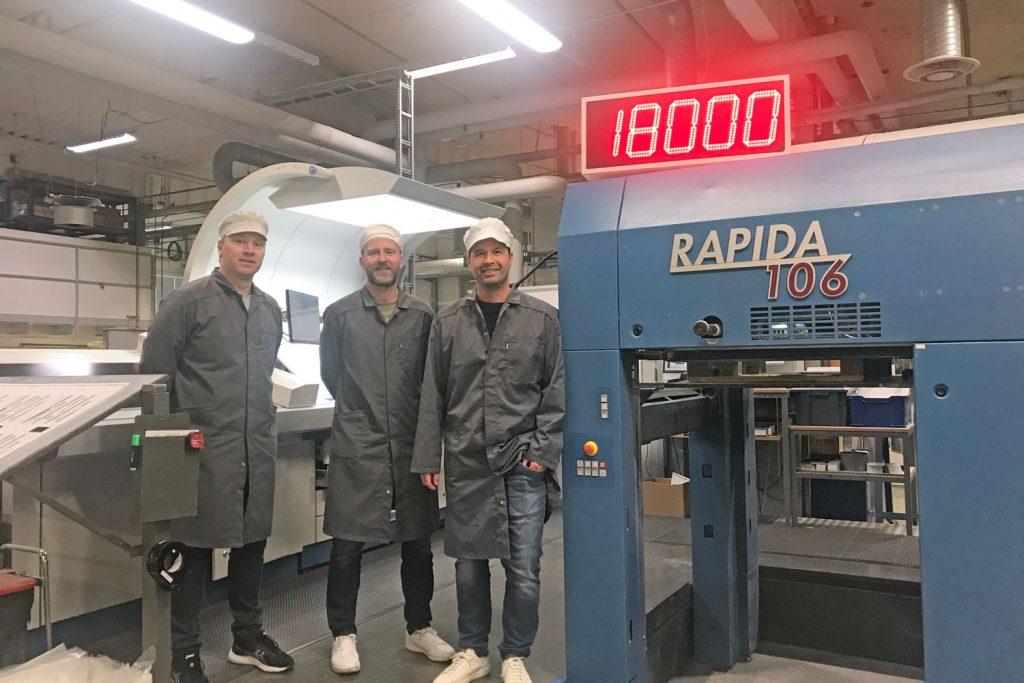 Il responsabile della stampa Daniel Skarp, il tecnico di produzione Tobbe Svensson e il COO Pierre Åkesson (da sinistra a destra) attendono con impazienza la nuova tecnologia